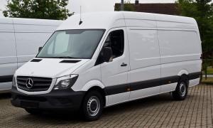 800px-Mercedes-Benz_Sprinter_Kastenwagen_313_CDI_(W_906,_Facelift)_–_Frontansicht,_8._September_2013,_Bösensell