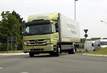 Новият товарен хибрид Mercedes-Benz Atego Hybrid е на път