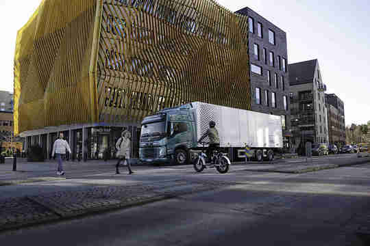 Volvo вдига шум за електрически си камиони